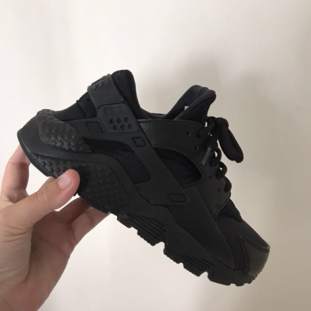 all black nike huaraches