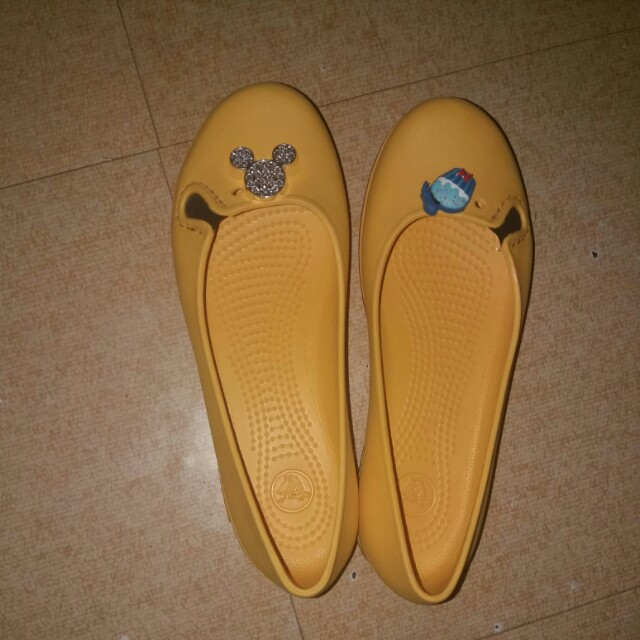 Authentic Crocs (yellow)