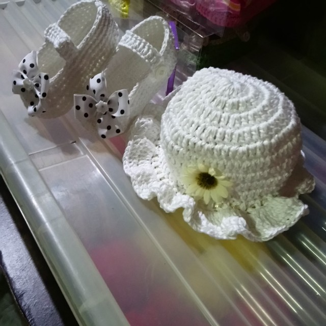 Crochet shoes and hat