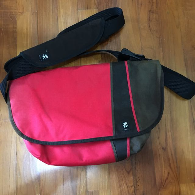 881658e3e Crumpler Western Lawn Messenger Bag, Men's Fashion, Bags & Wallets ...