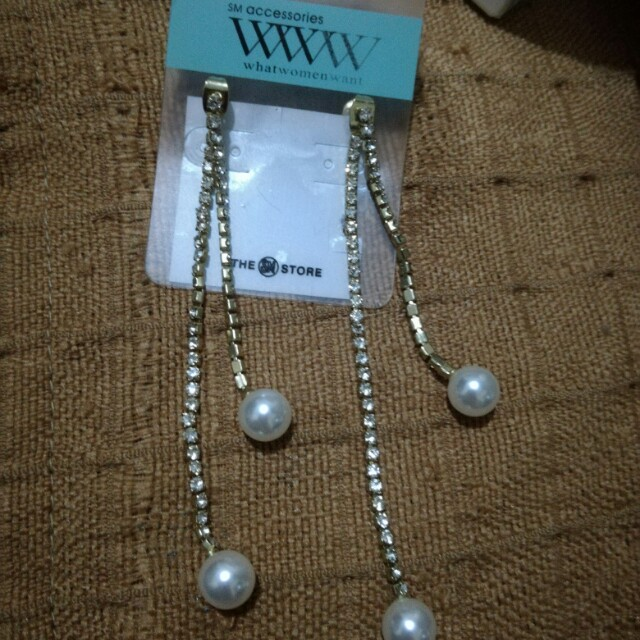 Dangle Earings Pearls with diamond design (Reprice)