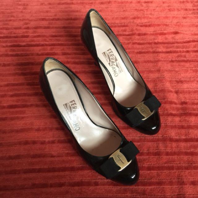 Ferragamo vara low heel shoes