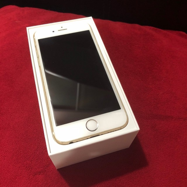 Selling iPhone 6 (Gold) 64GB - USED