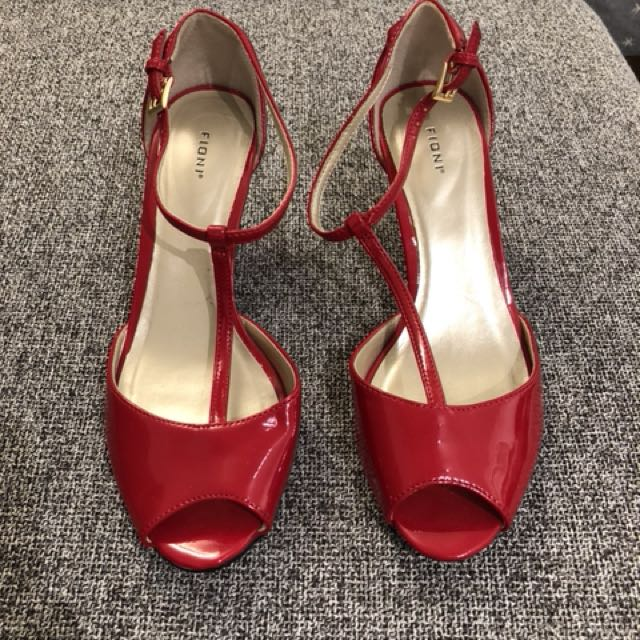 Size 6 Red Wedges