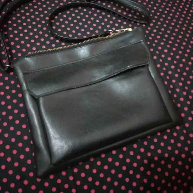 Sling bag hitam kulit