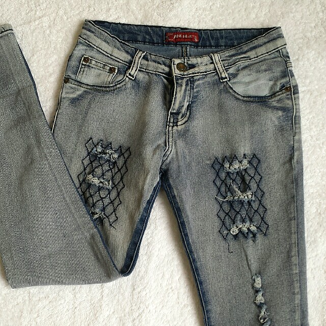 Tattered skinny jeans 27