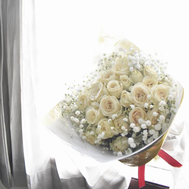 White Roses Buket Bunga Mawar Putih +baby Breath