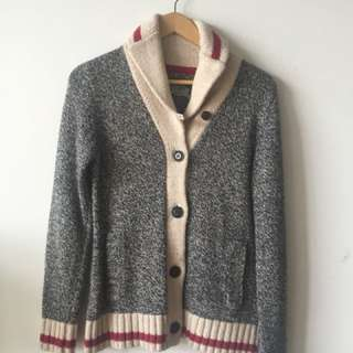 Roots cabin sweater size medium