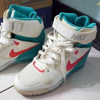 Nike增高運動鞋