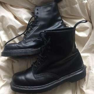 Black size 9 Authentic Doc Martens