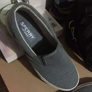For sale sperry slip on Size 8.5 1 beses lang nagamit mali size at need din budjet thank you.