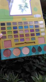 Preloved makeup pallete