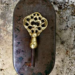ANTIQUE ORNATE SKELETON KEY