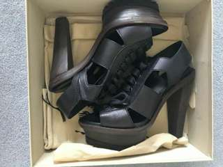 Burberry black size 6
