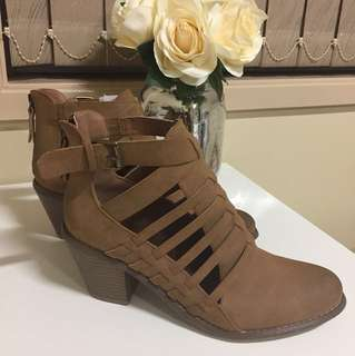 G BY GUESS BOOTS SIZE 8.5