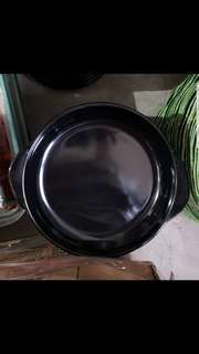 Hoover black round plates