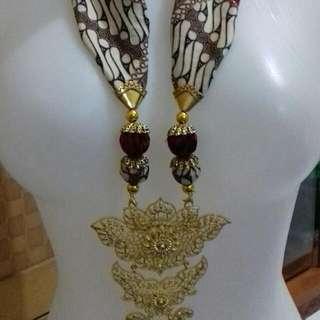 kalung batik bros handmade 2