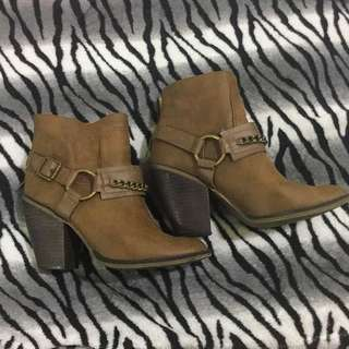 ANKLE HEELED BOOTIES US SIZE 10
