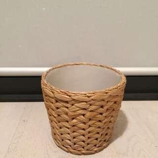 Woven flower pot
