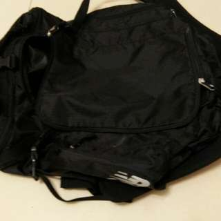 New balance travell bag can be wear as bag pack also