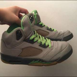 Men's Jordan green bean sneakers size 10 with alternative grey laces included