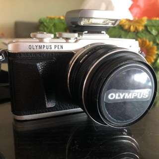 Preloved Olympus E-PL7 body (+ prime lens)