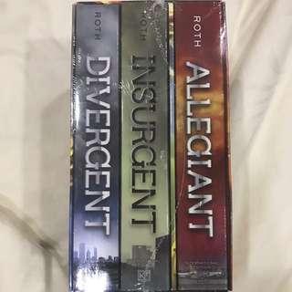 Divergent Series (Divergent + Insurgent + Allegiant)