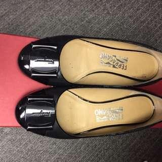 Salvatore Ferragamo Shoes (Size36, black)平底鞋