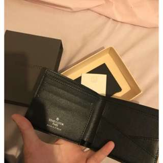 High quality men wallet  comes with box and tag
