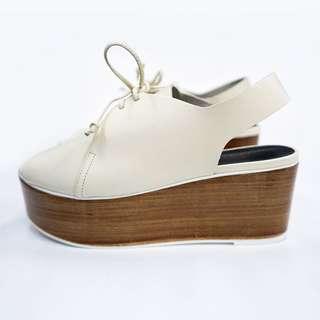 TIBI 杏色船鞋