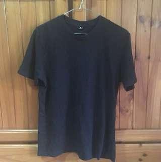 Plain black tshirt size S
