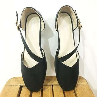 (ICONinenty9) Black Flat Shoes with Straps