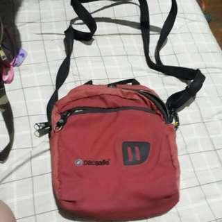Pacsafe Sling /body Bag