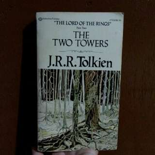 J.R.R. Tolkien - The Two Towers (The Lord of the Rings Part 2)