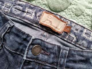 Paige premium denim jeans. Size 25. Retails for $225 new. Pick up Beaches or Yorkville or St.Andrews TTC STATION. Message with preferred time and location.