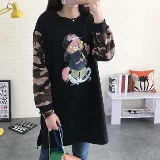 Garfield long-sleeved Cotton t-shirt Dress With camouflage sleeves. 韩版宽松卡通加菲猫长袖t恤中长款插肩迷彩袖纯棉T恤裙