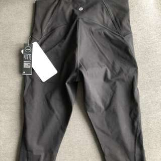 PRICE DROP Brand new pair of lululemon train crop tights