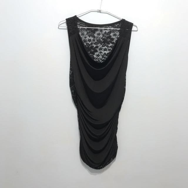 黑色長版垂墜蕾絲緞面背心