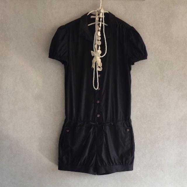 設計師品牌【VERNA維娜】彩色巴洛克風鈕釦點綴光澤感黑色天絲棉亞麻連身褲