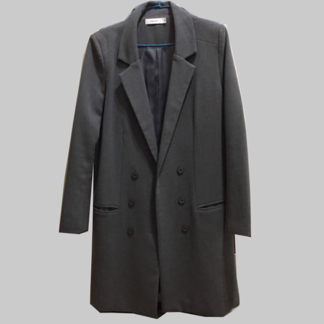 灰色長版西裝外套