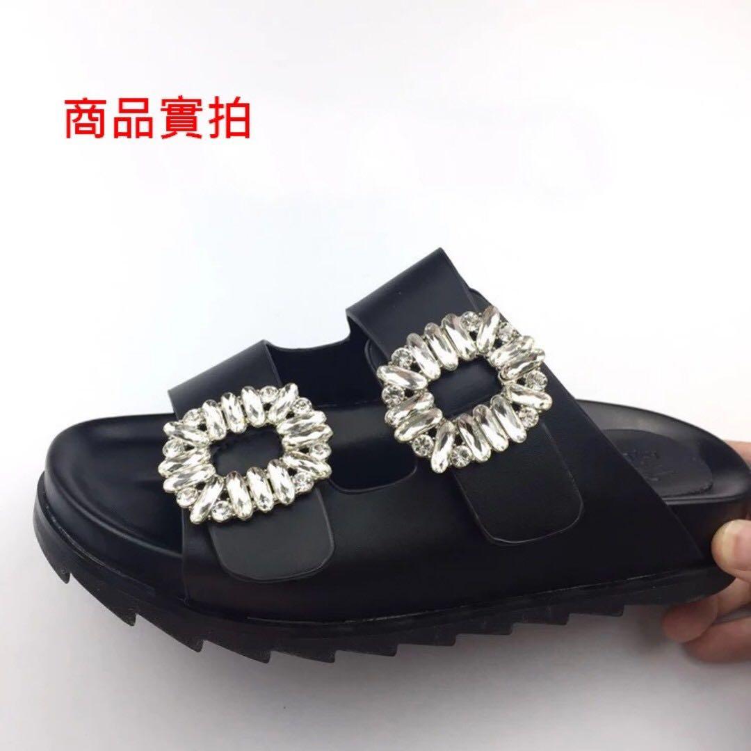 <<現貨>>歐美方扣水鑽一字平底厚底露趾涼拖鞋