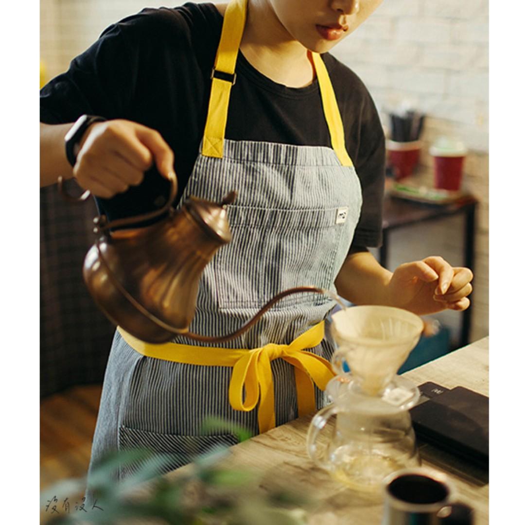 牛仔圍裙。鮮豔綁帶 條紋圍裙 純棉好整理 大口袋實用滿分 咖啡店 烘焙坊 手作教室 廚藝班 情侶款 員工制服。沒有沒人