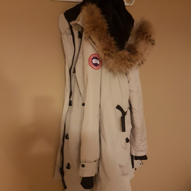 Canada Goose long winter jacket.  Mint condition 👍🌲