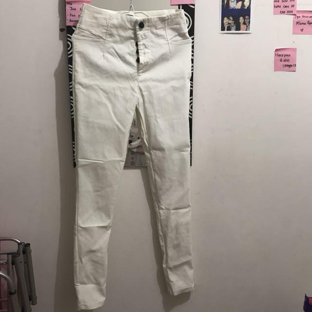 Celana panjanh putih