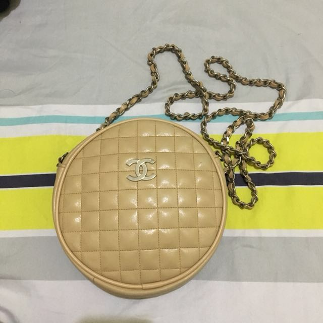 Chanel sling round