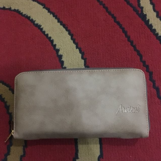Dompet Nude