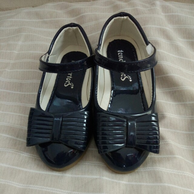 Girl's Shoes Size 26
