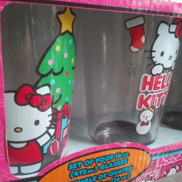 Hello Kitty Set of Four 16oz Christmas Themed Glasses