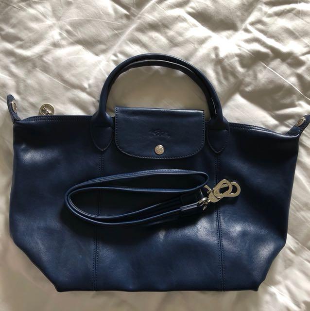 b5e61dd9fb6 Longchamp Le Pliage Cuir -Medium Size, Luxury, Bags   Wallets on ...