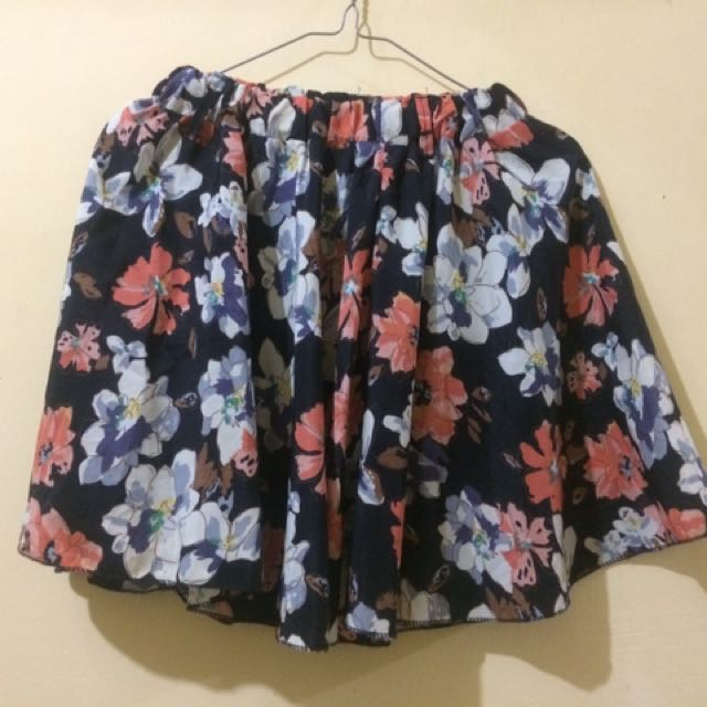 Mini flare skirt (rok pendek)